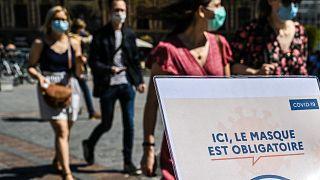 Fransa'da açık havada maske zorunluğu kaldırıldı
