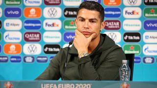 Cristiano Ronaldo bei der Pressekonferenz in Budapest - ohne Flasche von Coca Cola