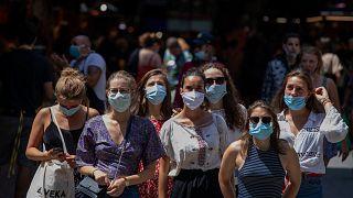 İspanya'nın Barselona kentini ziyaret eden turistler
