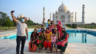 زوار تاج محل في الهند