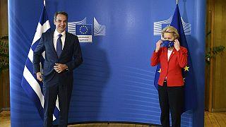 Ο πρωθυπουργός Κυριάκος Μητσοτάκης και η πρόεδρος της Κομισιόν Ούρσουλα φον ντερ Λάιεν