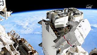 Thomas Pesquet dans l'espace, lors de sa sortie spatiale hors de l'ISS, le 16 juin 2021