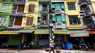 """صورة لـ""""منازل أنبوبية"""" في العاصمة الفيتنامية هانوي"""