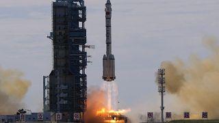 Jiuquan Uydu Fırlatma Merkezi'nde roketin kalkış anı