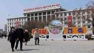 ساحة النصر وسط بيونغ يانغ عاصمة كوريا الشمالية