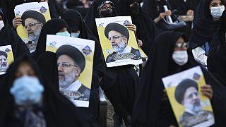 Simpatizantes del candidato presidencial Ebrahim Raisi durante un mitin, en la ciudad de Eslamshahr, al suroeste de la capital