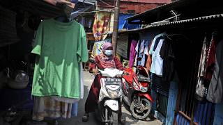 تصویری از یک زن مسلمان در جاکارتا پایتخت اندونزی