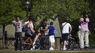 Londra'daki Hyde Park'ta gençler