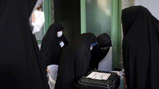 Iran al voto: l'Ayatollah Khamenei invita a non disertare le urne