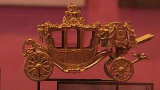 عربة أثرية مصنوعة من الذهب في متحف بهولندا