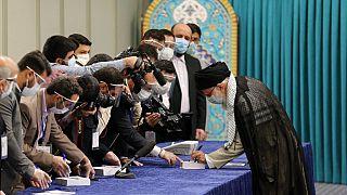 A keményvonalas jelölt győzelmét várják az iráni elnökválasztáson