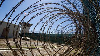 سجن غوانتنامو داخل قاعدة عسكرية أمريكية في إحدى الجزر الكوبية