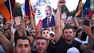 Митинг в поддержку партии Никола Пашиняна в центре Еревана 17 июня