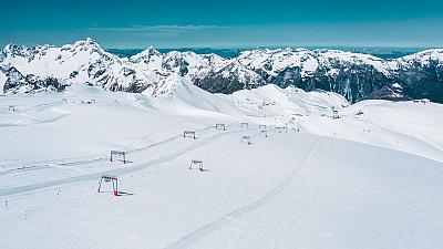 The Deux Alpes glacier awaits skiers all summer long.