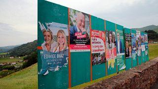 Választási plakátok a délnyugat-franciaországi Bidarray-ben