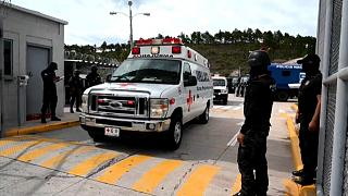 Una ambulancia sale de la prisión de La Tolva, Honduras