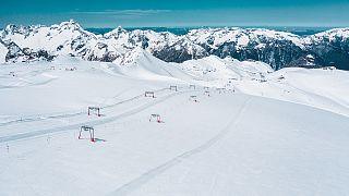 El glaciar de Deux Alpes espera a los esquiadores durante todo el verano