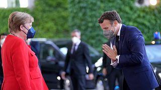 Almanya Başbakanı Angela Merkel, Berlin'i ziyaret eden Fransa lideri Emmanuel Macron'u karşıladı