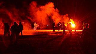 Imagen nocturna del enfrentamiento