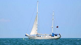 قایق تفریحی (عکس تزئینی است)