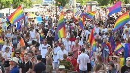 Arcoíris y nubarrones en Varsovia en el desfile del Orgullo Gay