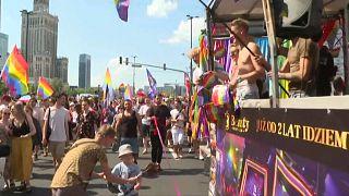 شاهد: الآلاف يشاركون في مسيرة فخر المثليين الجنسيين في بولندا
