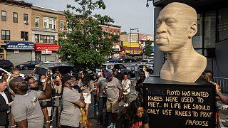 """Monumento pelas """"vidas negras"""" inaugurado em Brooklyn"""