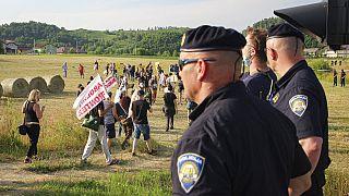 Des militants bloquent un poste-frontière entre la Bosnie et la Croatie