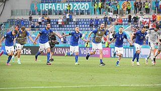 Italien mit drei Siegen in Gruppe A