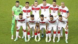 Eski milli futbolcu İbrahim Toraman sistemsizlik ve özgüven eksikliğinin milli takıma Euro 2020'de başarısızlığı getirdiğini belirtti.