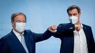 أرمين لاشيت، إلى اليسار، رئيس حزب الديمقراطيين المسيحيين الألمان في لقاء مع ماركوس سويدير، إلى اليمين، رئيس الاتحاد الاجتماعي الألماني، برلين، ألمانيا، 21 يونيو 2021