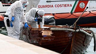 Offenbar haben die beiden Deutschen auf dem Gardasee ein Holzboot gerammt