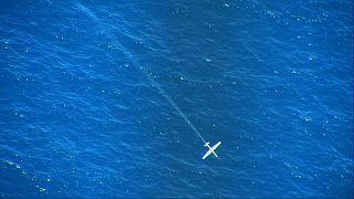 طائرة غير مأهولة تقع في البحر الأبيض المتوسط بعد أن أصابها ليزر عالي الطاقة فوق البحر.