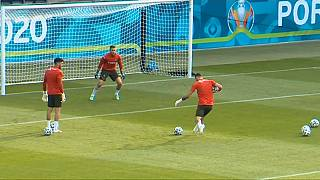Les Portugais s'entraînent avant le match décisif contre la France