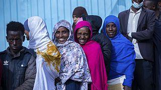 Donne e uomini in coda per votare a Beshasha, nella regione dell'Oromia.