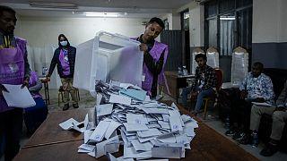 Öffnung der Wahlurnen