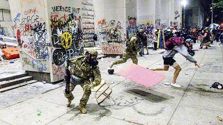 الشرطة الفدرالية الأميركية تفرق متظاهرين في بورتلاند من ولاية أوريغون. 2020/07/22