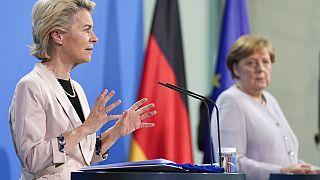 AB Komisyon Başkanı von der Leyen ve Alman Başbakan Merkel