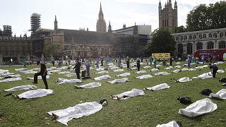 اعتراض رمزي في بريطانيا مطالبة باتخاذ إجراءات فورية من أجل كبح التغير المناخي