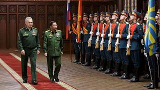 Rusya Savunma Bakanı Sergey Şoygu, Myanmar'da darbeyle iktidarı ele geçiren askeri yönetim lideri General Min Aung Hlaing ile Moskova'da görüştü