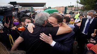 النائب السابق لرئيس الحكومة الإقليمية الكتالونية أوريول جونكويراس بعد إطلاق سراحه من سجن ليدونرز ببرشلونة شمال إسبانيا