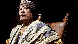الرئيس الليبي السابق معمر القذافي يلقي خطابا خلال لقاء مع مئات النساء الإيطاليات البارزات في قاعة للحفلات الموسيقية في روما، يوم الجمعة 12 يونيو 2009.
