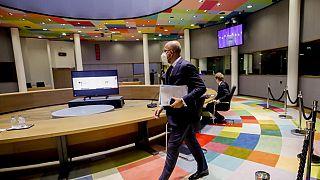 Líderes europeus reúnem-se em cimeira em Bruxelas