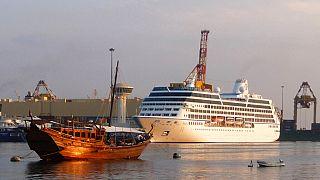 في ميناء العاصمة العمانية مسقط، يوم الأربعاء 3 ديسمبر 2008.