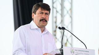 Európában nagy vihart kavart a törvény egyes módosításai miatt, de a magyar államfő nem talált benne kifogásolnivalót