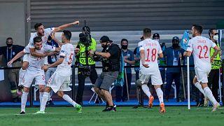 احتفال لاعبي المنتخب الإسباني خلال فوزهم ضد سلوفاكيا