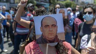 مسيرة احتجاجية بمدينة رام الله بالضفة الغربية على مقتل الناشط نزار بنات على أيدي الأمن الفلسطيني بعد اعتقله في الخليل. 2020/10/24
