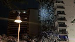 Florida: Hochhaus teilweise eingestürzt