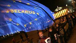 União Europeia publica sanções à Bielorrússia no dia em que Tsikhanouski foi ouvido em tribunal