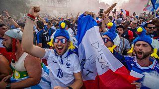 Fans aus Frankreich in Budapest in Ungarn vor dem Match Frankreich Portugal